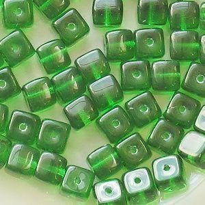 skleněné korálky zelené kostičky