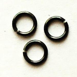 černé spojovací kroužky