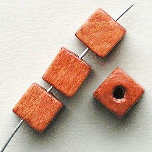 dřevěné korálky kostičky hnědé