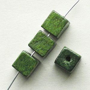 dřevěné korálky kostičky