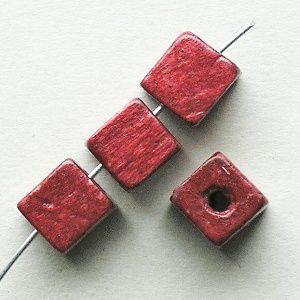 dřevěné korálky kostky