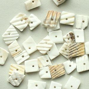 korálky z mušlí přírodní