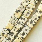 jaspis dalmatin korálky kostičky