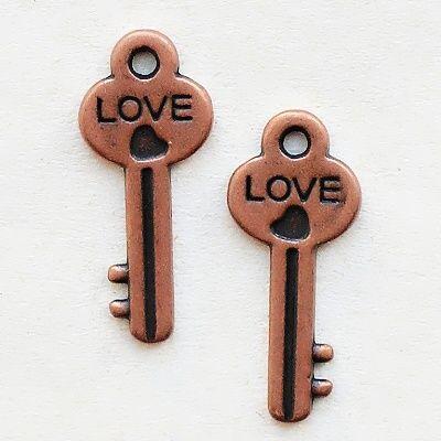 přívěsek klíč s nápisem LOVE